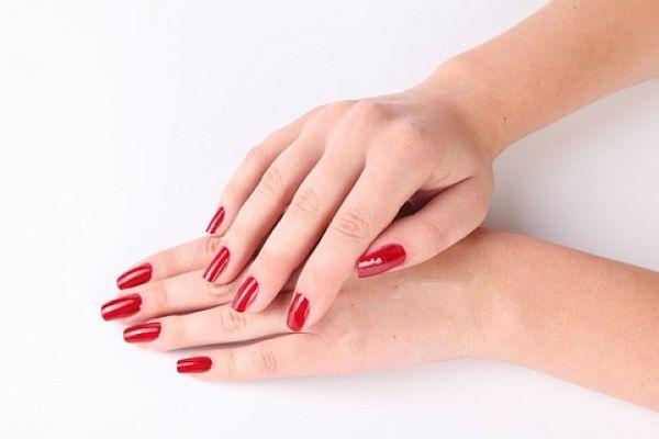 nail polished hands_2